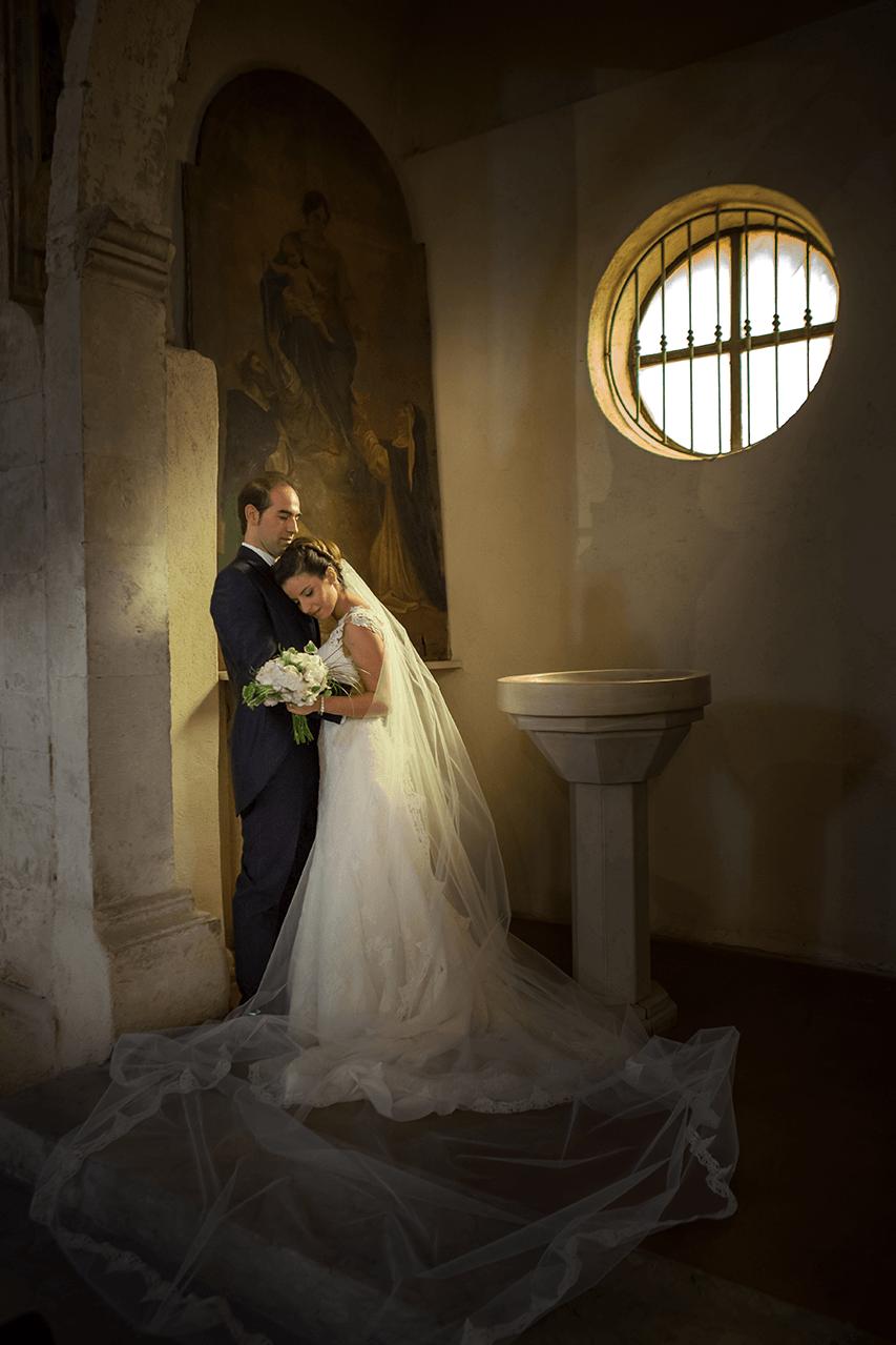Matrimonio in Abruzzo di Claudio e Angela. Sulmona, Santa Maria della Tomba. La fotografia di matrimonio non è fare click con la macchinetta fotografica super tecnologica ma è il risultato della cultura del fotografo.